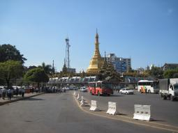 Sule Paya sits in the traffic circle at the center of downtown