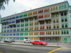 This colorful building j=is the Old Hill Street Police Station. It was also allegedly the site where prisoners were tortured during the Japanese occupation