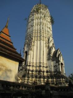 Wat Phuttai Sawan - central prang
