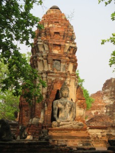 Wat Phra Mahatha - see remnants of Khmer style