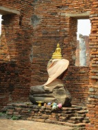 Buddha image with no head