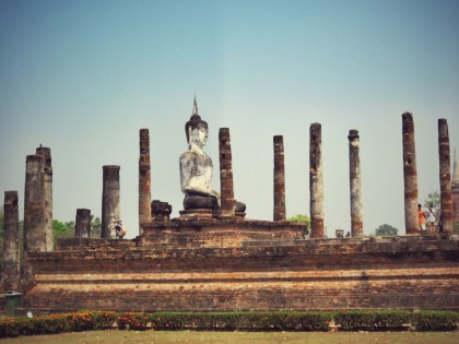Buddha in the columns of the remains of the wihan