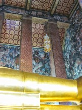 Frescos surrounding the Buddha