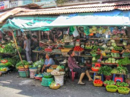Bustling Ben Thanh market