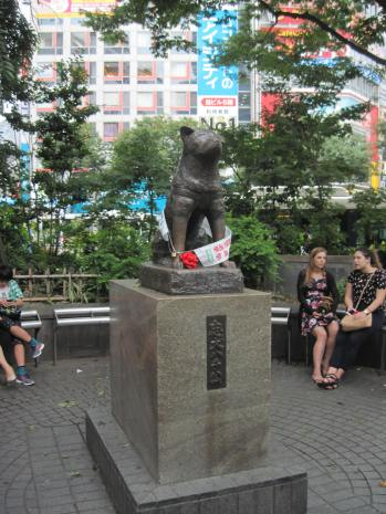 A statue honoring Hachikō, a dog who showed up at the rail station every day to greet his owner, even nine years following the owner's death