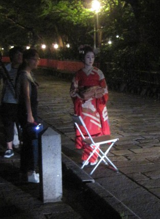 The geisha seemed to be in the middle of a photoshoot