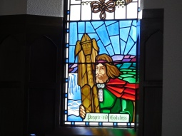 A stained glass panel in the church shows the lawspeaker throwing the statues of the Norse gods into Goðafoss